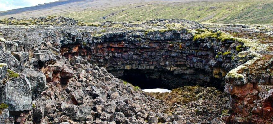 Blog Islande - Entrée de la grotte de lave de Vidgelmir